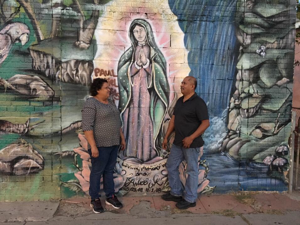 Nuncio Ramírez y su esposa Gloria afirman que su local que vende...