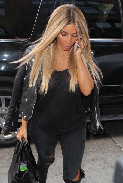 Kanye, quien iba en compañía de su adorada mujer, salió al rescate.