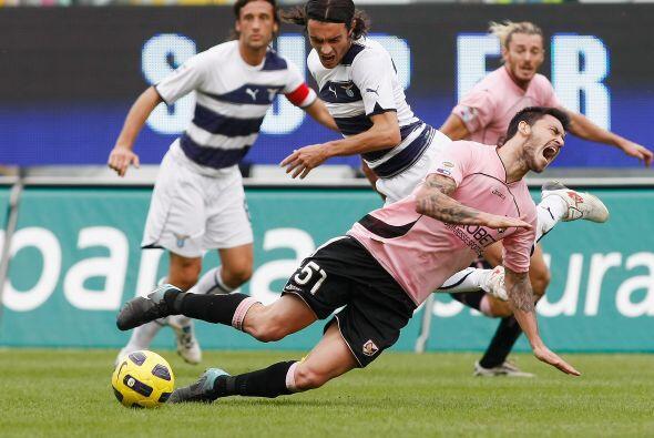 A pesar de terminar el duelo con sólo 10 hombres, Lazio sacó el triunfo...
