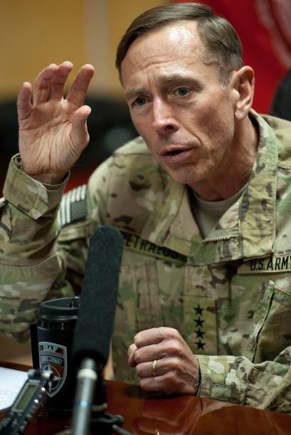 Ni Petraeus, ni la CIA explicaron con precisión por qué él consideró que...
