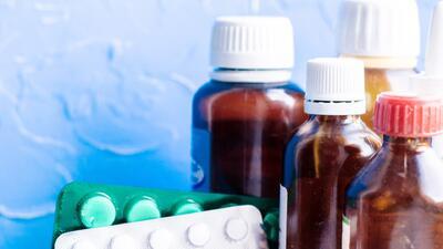 Jarabes para la tos y más medicamentos de venta libre que pueden causar adicción