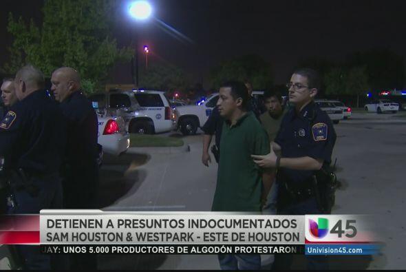 Encontraron a 16 indocumentados en la parte trasera de un camión de muda...