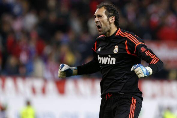 El portero español Diego López se ve fuera del Real Madrid con la partid...