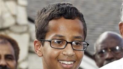 Ahmed Mohamed en una conferencia de prensa en su hogar en Irving, Texas.