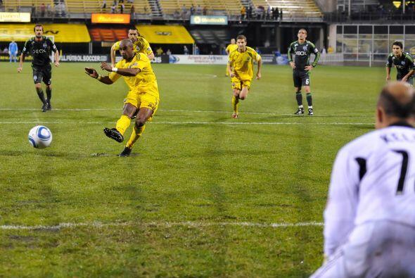 Emilio Rentería hizo el gol para Columbus desde el punto penal.