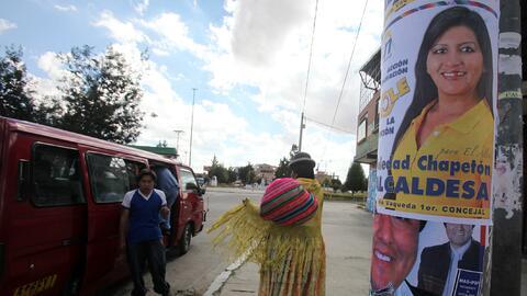 Foto de archivo del cartel de una candidata a alcaldesa en la ciudad de...