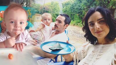 Todavía no le salen, pero la hija de Aislinn Derbez y Mauricio Ochmann demuestra que es de 'buen diente'
