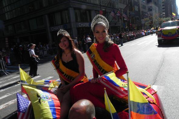 Las reinas del desfile de la hispanidad en Nu 6ee3996c25154ff1a30c6c15b4...