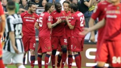 Ibarbo es felicitado después de un gran gol ante Juventus.