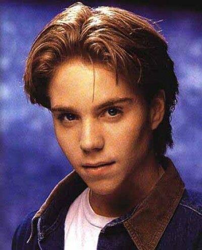 Jonathan Brandis Era la sensación adolescente y protagonizó cintas como...