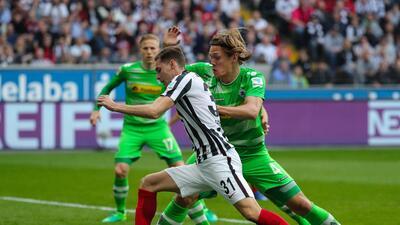 Marco Fabián desperdició un penal y el Frankfurt no pasa del empate contra el Borussia M'gladbach
