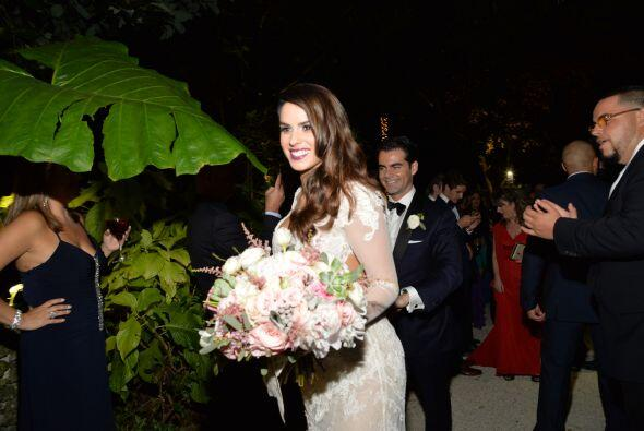Vanessa y su esposo se dirigieron rumbo al salón donde se llevaría a cab...