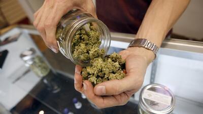 Así funcionan los autoservicios para comprar marihuana medicinal en Florida