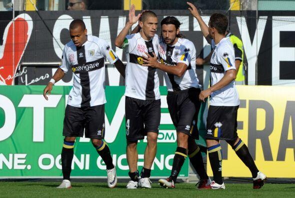 Parma se quedo con los tres puntos al vencer al Genoa por 3-1.