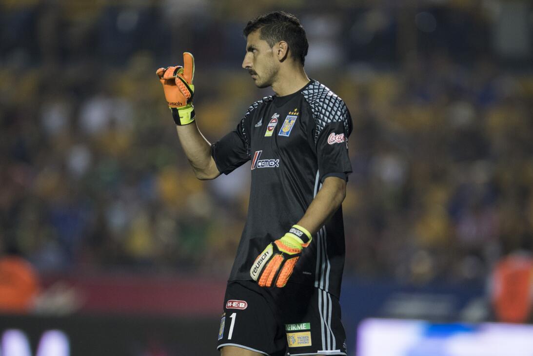 Tigres golea a Chivas y los baja de la nube. Nahuel Guzman de Tigres.jpg