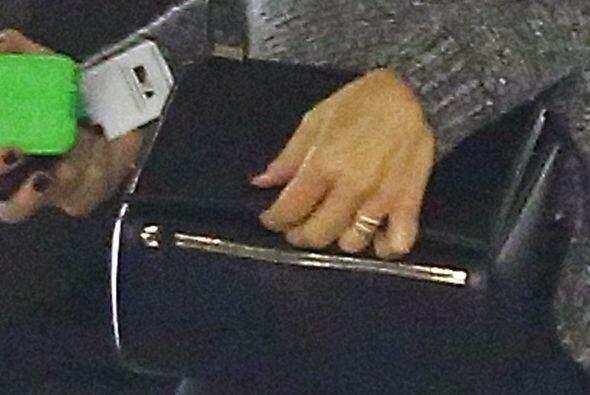 Pero fuera de eso, llamó la atención de inmediato ese extraño anillo......