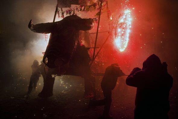 En la plaza principal se quemó al 'torito' de aproximadamente cinco metr...