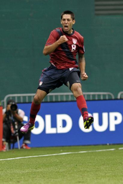 Clint Dempsey, delantero de Estados Unidos anotó el segundo gol d...