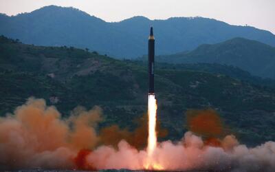 El lanzamiento del misil que Corea del Norte asegura que es capaz de tra...