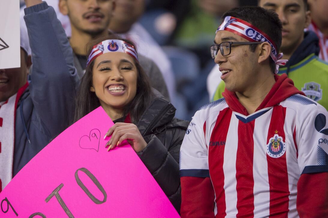 Aficionados de Chivas 'compitieron' en Seattle ante los Sounders 2018030...
