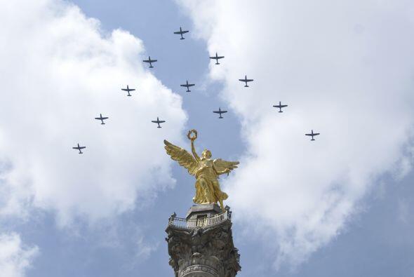 México celebró con un desfile el centenario del comienzo de la Revolución.