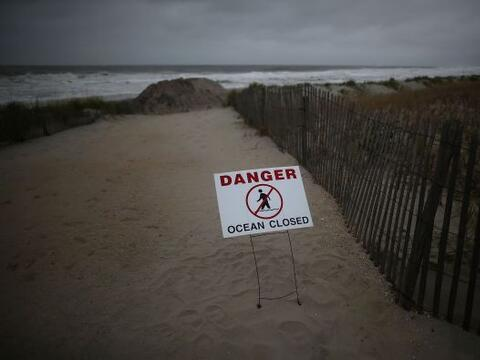 Long Beach y Ocean City se preparan para Sandy.