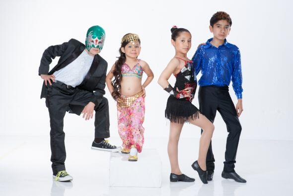 Se trata de Toñito, el cantante del equipo usa máscara.