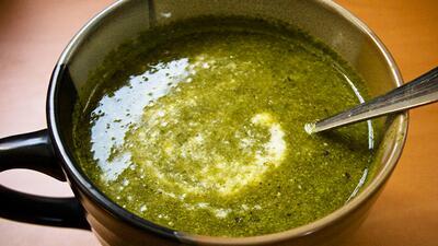 Te invito a cocinar nutritivas y deliciosas sopas verdes para tu familia.