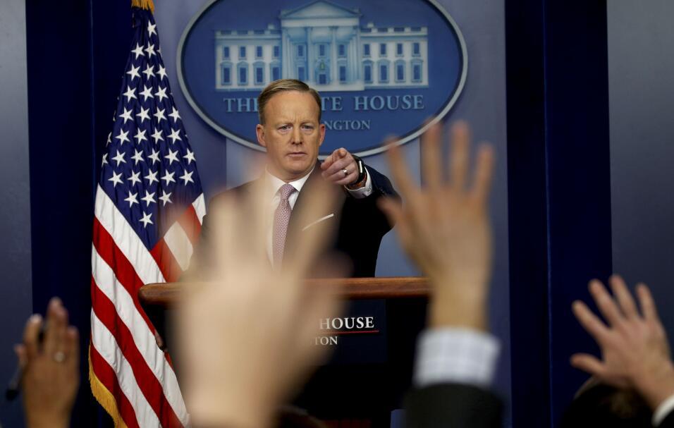 2017 | En su primera rueda de prensa oficial, el portavoz de la Casa Bla...