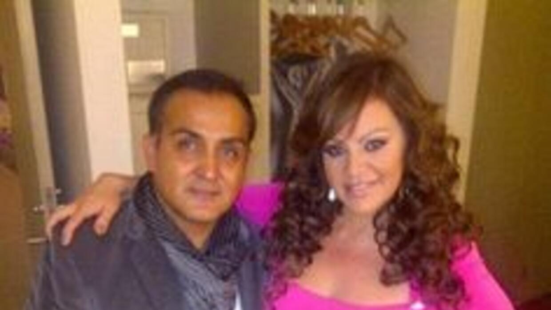 La relación entre Arturo y Jenni iba más allá de lo profesional; eran gr...