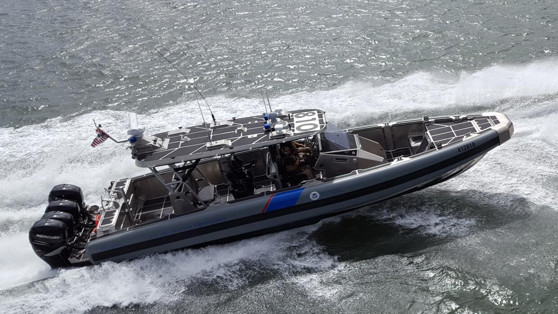 Un bote-patrulla de la Oficina de Aduanas y Control Fronterizo (CBP).