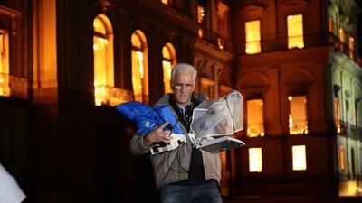 """Investigadores """"salvando la ciencia con sus manos"""": los héroes del incendio del Museo Nacional de Río de Janeiro"""