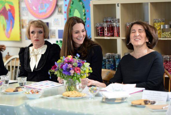 Kate chismeó y la pasó de maravilla en compañía de todos los asistentes.
