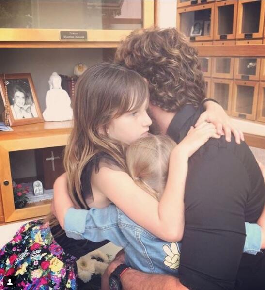 Gabriel Soto y sus hijas