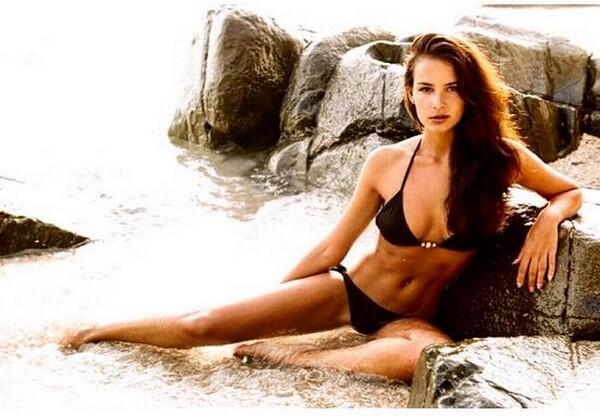 Jade es una bella modelo quien es hija de el ex campeón del mundo, Frank...