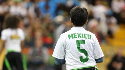 Los campeones del NFL Tochito en México, los Ravens de Querétaro, mostra...