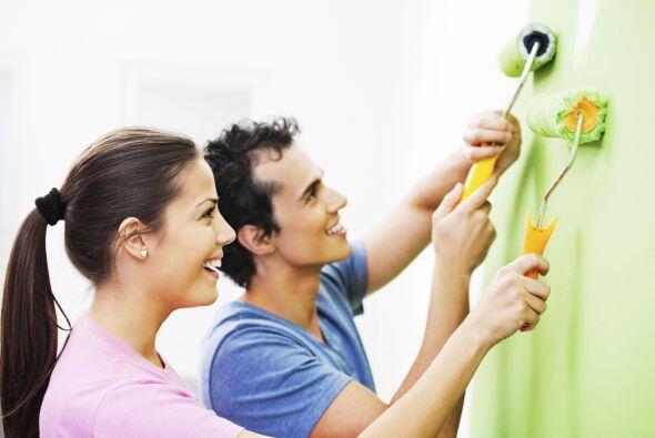 Pintura. Pintar una habitación entera puede ser muy costoso, mejo...