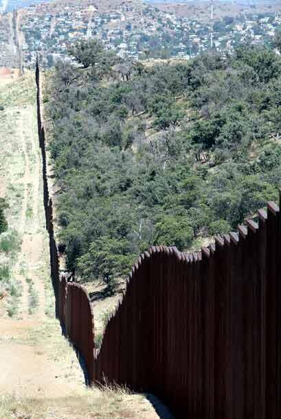 La ley de Arizona afecta directamente a unos 450 mil inmigrantes sin pap...