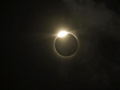 El martes 29 de abril del 2014 tendremos el primer eclipse solar del a&n...