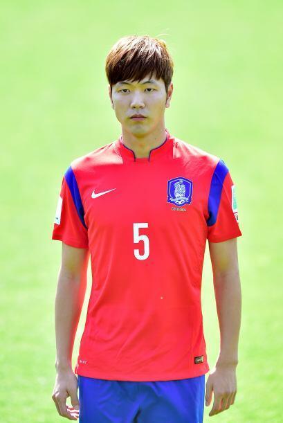 Younggwon Kim. Posición: Defensa. Fecha de nacimiento: 27 de febrero de...
