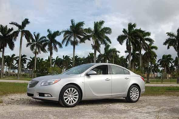 Buick Regal: Este modelo también ofrece un financiamiento con una tasa d...