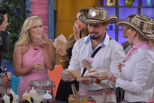 Las chicas se olvidaron de la dieta. ¡Reese probó las obleas colombianas!