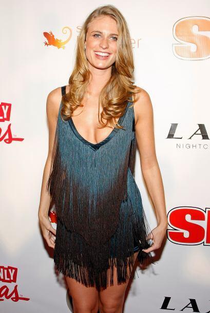Julie Henderson es una bella modelo conocida por sus apariciones en revi...