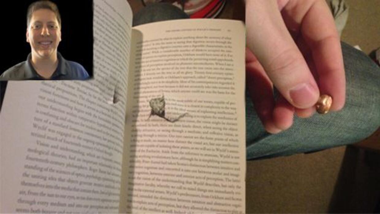 Jason Derfuss publicó en su página de Facebook que salía de la bibliotec...