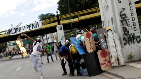Otra jornada de enfrentamientos entre opositores y fuerzas represoras en...