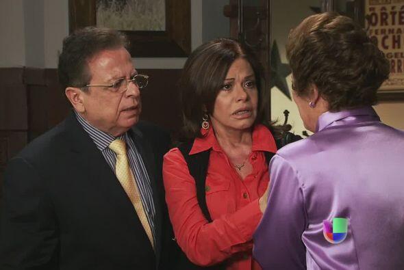 Agustina les dice a Oswaldo y Amanda que encontró a Dionisio besándose c...