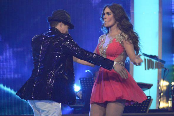 El concursante Danny Montejo quiso bailar con la bella conductora de Va...