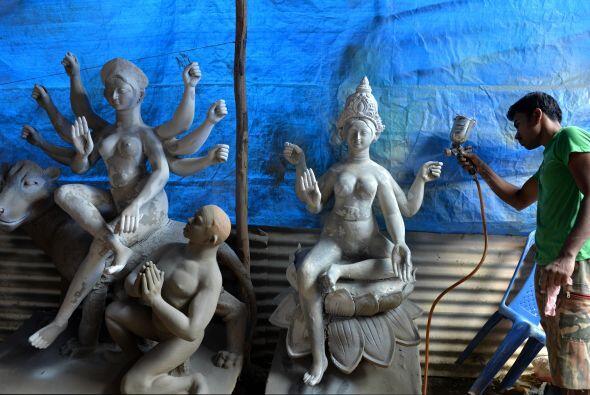 El festival Dasara se celebra en la ocasión del Navaratri, y en e...