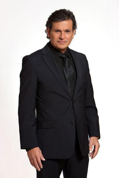 Guillermo Cantú es Guillermo un actor resentido y envidioso. Odia a Osva...