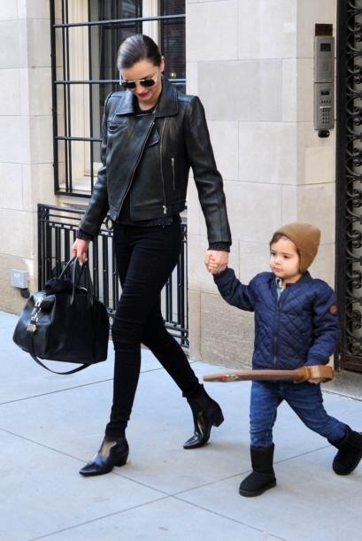Por el bien de su pequeño hijo Flynn, quien jugaba con una espada...